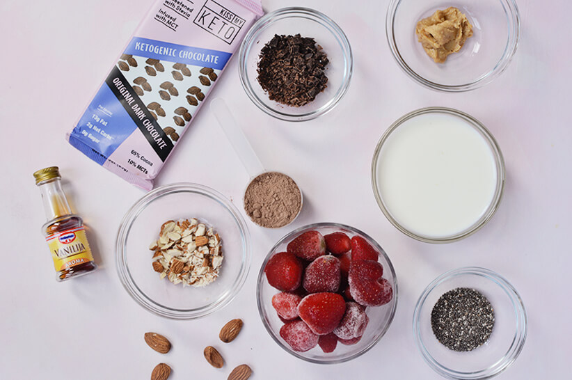 Almond-Cacao-Smoothie_Ingredients