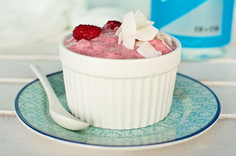 Low-Carb-Raspberry-Smoothie-Bowl